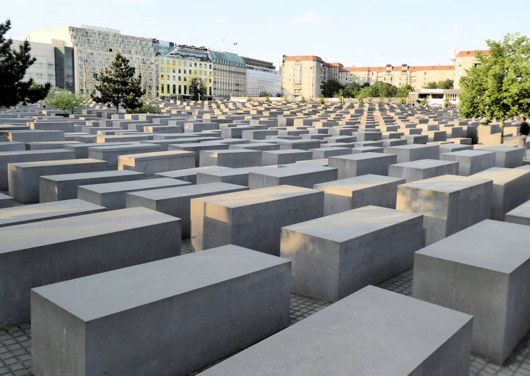 HolocaustMemorialBerlin750